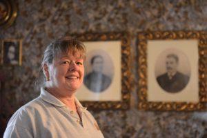 Ann framför porträtten